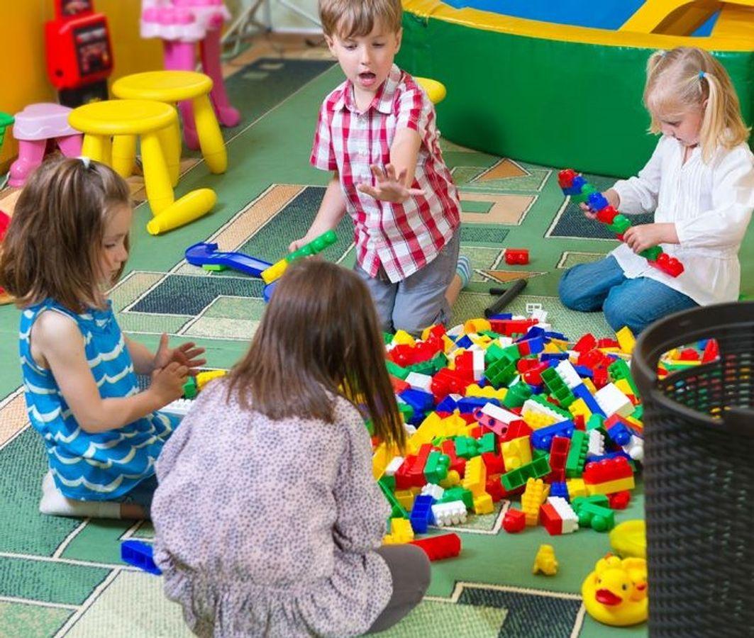 Pratiques d'accompagnement thérapeutique des enfants : entre soin du quotidien et soin spécialisé
